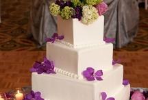 Wedding Cakes with Fresh Flowers / Beautiful wedding cakes with fresh flowers.  All images courtesy www.instinctsdesignstudio.com / by Miss Dottie's Pound Cake