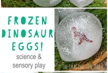 Sensory Play / Activities to try with your little ones focused on sensory play and the benefits.
