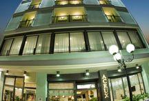 Hotel Acrux by night / L'Hotel Acrux si trova vicino al mare, a pochi metri dalla spiaggia ed in zona centrale. E' l'ideale per trascorrere piacevoli serate a passeggiare nella tranquilla zona perdonale, lungo le vie del centro di Gabicce Mare illuminate dalle vetrine dei negozi, dei bar gelaterie e dei ritrovi.