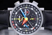 Alain Silberstein / Alain Silberstein, stilista francese ed appassionato di orologi, inizia a progettare orologi esclusivi (lui stesso ama definirsi architetto del tempo) nel 1980...
