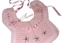 Bavaglini all'Uncinetto - Crochet Baby Bibs / bavaglini all'uncinetto realizzati unicamente a mano, handmade crochet baby bibs