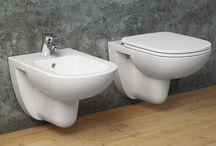 Sanitari / I sanitari, quasi esclusivamente in ceramica sanitaria, esistono in varie dimensioni, per tutte le esigenze di spazio.