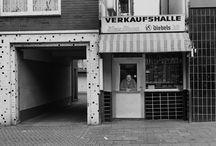 BRIGITTE KRAEMER / BRIGITTE KRAEMER Mann und Auto · Die Bude · Im guten Glauben Reportagen und Fotografien von 1985 bis heute 6. März bis 12. Juni 2016