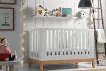 praktische & schöne Babybetten / Die von KidsWoodLove ausgewählten Kinderbetten vereinen Funktionalität, Qualität, Sicherheit und Design. Holz ist ein beständiges und natürliches Material für Möbel im Kinderzimmer und bietet sich auch für Babybetten an. Es ist auch unbedenklich, wenn vor allem die kleinen Kinder mal auf ihrer Tour, die Welt zu entdecken, in die Kanten beißen oder die Stäbe in den Mund nehmen. Machen Sie ein Babybett von KidsWoodLove zum Zentrum der Erlebnisse Ihres Kindes.