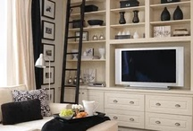 Wall of shelves / Beautiful floor to ceiling shelving