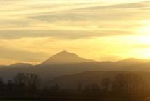 Places : Auvergne, France / L'Auvergne est une terre magnifique : volcans, lacs, prairies, architecture... Découvrez l'Auvergne ! / by Alice Riddle