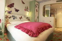 La Paresse Room - 213 rue Croix Nivert, Paris 01 55 76 55 55 / Laziness : Time stops in these rooms. Under a ceiling of blue sky, colorful butterflies and flowers you will be transported to a rural and peaceful place. This pastoral setting with soothing colors for relaxing and daydreaming.