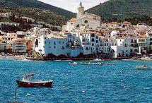 カダケス / カタルーニャの有名な漁村と観光地:地中海岸にあるカダケス。  ダリが、家1軒だけ持っていました:カダケスの「卵の家」。