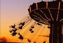 Ferris Wheel & Merry-Go-Round /  Se pyörii /