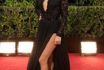 Armut Vücut Tipi / İncecik bir bel, dar omuzlar ve dolgun üst bacaklar! Eğer sizin de vücudunuz bu tanıma uyuyorsa üst bedeni geniş, alt bedeni ise daha dar gösterecek kıyafetler tercih edebilirsiniz. Üst bedeninizi saran, alt kısımlara ise bol inen kıyafetler, adeta sizin için tasarlanıyor. İşte armut tipi vücut hatlarına sahip ünlülerden bazıları: Eva Longoria, Paris Hilton ve Rihanna.