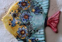 Pesce murale in maiolica .Realizzato a mano.Dipinto a mano decoro Geo/Floris, by ilciliegio,