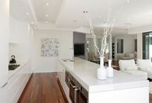 Modern white kitchen inspiration / Inspiration for a modern white gloss handless kitchen