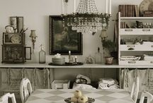 UGLY DUCKLING TABLE / by Gloria Steinolfson