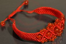 Bracelets porte bonheur / Bracelet et porte bonheur, le fil rouge chinois, l'agate rouge....