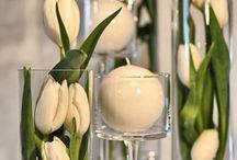 kwiatowe dekoracje na stół