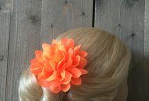 Chiffonbloemen / Deze vrolijke Chiffonbloemen zijn verkrijgbaar in vele kleuren en mooi voor in je haar of op je outfit