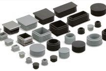 Zaślepki kwadratowe i prostokątne / Zaślepki kwadratowe i prostokątne, które posiadamy w swojej ofercie, stosuje się do zaślepiania otworów w profilach (stalowych, aluminiowych, z tworzyw sztucznych), o prostokątnym przekroju, oraz różnej grubości ścianek. Nasze zaślepki charakteryzują się łatwym i szybkim montażem, oraz estetycznym wyglądem. Znajdują szerokie zastosowanie przy konstrukcjach metalowych, elementach maszyn, systemach ogrodzeniowych itp.
