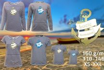 Námořnická trička / Stylové vodácké triko, které se stane hitem letošního léta! Stačí dodat vlastní jmenovku, přezdívku nebo hodnost - kapitán, plavčík, kormidelník...  Potisk je s modrou nebo zlatou kotvou.  Rádi vyjdeme vstříct Vašim nápadům a pokud by jste si na svém triku představovali něco svého, rádi Vám vyhovíme a představu zrealizujeme.