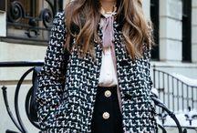 Jenny Cipoletti / Одевается классика плюс наивная романтика. Образы часто ретро. Рюши, воланы, шифон, короткие платьишки, бантики, ленточки. Атмосфера игривости, кукольности, романтичности, наивности. Фактуры в основном матовые, приятные. Уютные свитера, шляпки, береты, высокие замшевые сапоги в сочетании с короткими юбками, круглые вырез с воротником.