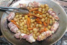 Szabad tűzön, tárcsán, grillrácson, bográcsban készült ételek