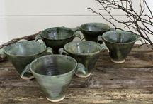 Monas keramik - Elsa / Här hittar du handgjord keramik - tekoppar, skålar, kaffekoppar m.m. - med inspiration tagen från skogen.