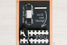 Blackboard Kit / With the new Blackboard Kit you can personalize your gift with a message directly written on the ribbon! Unique of its kind, to make your gift package special and original!