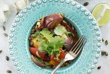 Linas Vegetariska kasse med ägg, ost och mjölkprodukter / Vårt senaste tillskott! En vegetarisk matkasse med ägg, ost och mjölkprodukter som tillför nytt fräscht tänk i köket och som bjuder på härliga smakupplevelser. Inspirerande både för dig som är vegetarian och för dig som vill byta ut köttet mot mer grönt då och då!