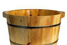 Artesanias y complementos NVGcubos de madera de cedro SPA / Estas cubas están rodeadas por dos aros de hierro plateado para una mayor durabilidad y terminados con pintura negra y dorada para crear un aspecto clásico rústico. Durante miles de años, las bañeras de hidromasaje de madera han sido famosas por su efecto terapéutico- http://artesaniasysiliconasnvg.blogspot.com.es/