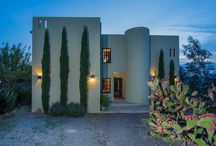 Casa Las Tres Vistas / This two-story house with sleek, pleasing lines is the presiding structure near the crest of a hill in a rural setting minutes from SMA.