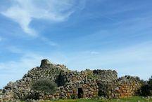 domus de janas / Sepolture scavate nella roccia di basalto.Si trovano in Sardegna(Italia)