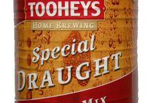 Tooheys / De peste 130 de ani, berile produse de Tooheys au fost foarte apreciate de Austrlia.Acum berarii Tooheys au gasit o noua cale ca mandria si placerea pe care le pun in produsele lor sa ajunga la pasionatii de bere - kiturile pentru acasa! Fabricate cu aceleasi ingrediente si maestrie ca si berile traditionale.