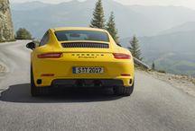 Nuevo Porsche 911 Carrera T / El nuevo Porsche 911 Carrera T reproduce el espíritu más purista basado en el 911 T de 1968. Menos peso, caja de cambios manual para aumentar el placer al volante. Porque menos es más.