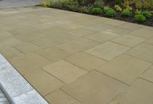 Outdoor Paving Ideas / Our British Yorkstone paving is only sourced from UK quarries. Diamond sawn on all six sides' its clean lines' crisp surface and technical attributes makes Sawn Yorkstone ideal paving for both modern contemporary private gardens and public spaces with heavy pedestrian traffic.