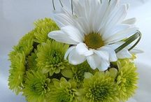 Small modern flower arrangements