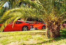 """Ferrari à l'hôtel / FERRARI. Rallye automobile """" Provence alpes Côte d'Azur"""". Sur le parking de l'hôtel."""