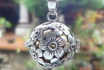 Silver Jewellery & everything I love! / by Jenni Keet