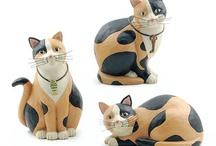 Gatti in ceramica