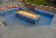 modern gardens / Fire pit with outdoor theatre
