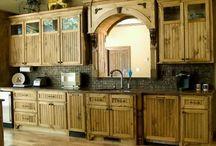 Pallet Kitchen / Pallet kitchen table, chairs, shelf and pallet kitchen furniture design ideas for home.