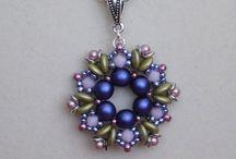 ciondoli in tessitura di perline