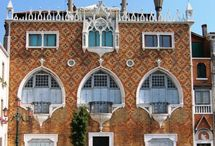 Giudecca / Giudecca is an island in the Venetian Lagoon, in northern Italy. It is part of the sestiere of Dorsoduro and is a locality of the comune of Venice.