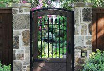 Gates, gate / Gates, gate