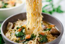 Asia Liebe / Ich liebe die asiatische Küche. Die Nudelsuppen, Ramen, Pho Bo oder eine einfach Wok Pfanne. Ich liebe Asien für die ganzen Leckereien. Hier findet ihr einen Haufen an einfachen asiatischen Rezepten.