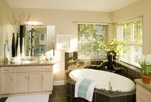 Venetian Blinds / Venetian blinds are ideal for bathrooms and kitchens.  Also a popular choice for side light windows next to the front door