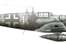 Ilustrationen 2 WLK Diagramme / Plakate und Anschauungsmaterial über den zweiten WLK. hauptsächlich Panzer und Kettenfahrzeuge aber auch Flugzeuge des 2 WLK.