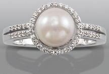 Rings/Wedding ideas / by Emma Cowan-Young