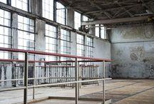 Locatie DFE / DeFabrique is een locatie met een lange geschiedenis. Ooit was de Fabrique een oude mengvoerfabriek. Totdat Jan van Eck DeFabrique in 2001 overnam en het maakte tot deze bijzondere evenementenlocatie. De gedrevenheid om het pand en de industriële omgeving optimaal te benutten, resulteerden in een evenementenlocatie met een unieke uitstraling en de meest moderne faciliteiten.