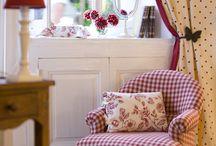 divano bianco e rosso