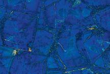 La Magia Del Lapislázuli / El depósito más rico de lapislázuli, se encuentra en Afganistán, donde hay diferentes variedades. Más información: https://tendenciasjoyeria.com/la-magia-del-azul-del-lapislazuli/