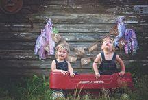 Gyermeki énünk / Hogyan gyógyulhat, fejlődhet egy felnőtt a gyermeki énjén keresztül? Miért jelenthet megoldást önértékelési és bizalmi problémáink kezelésében, ha kapcsolatba lépünk a bennünk élő gyermekkel? Ez lenne az a módszer, aminek köszönhetően végre kiiktathatjuk szüleink torz tükrének (nem vagy elég jó, nem vagy szerethető, nem vagy fontos) hatását személyiségünkből?